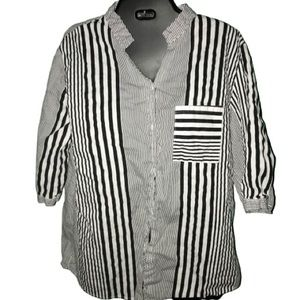 Black and white button down striped shirt in Large